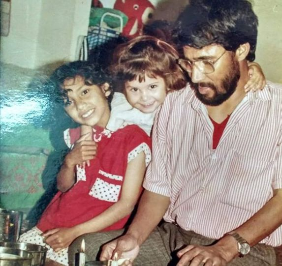Tanya Purohit with her sister and father